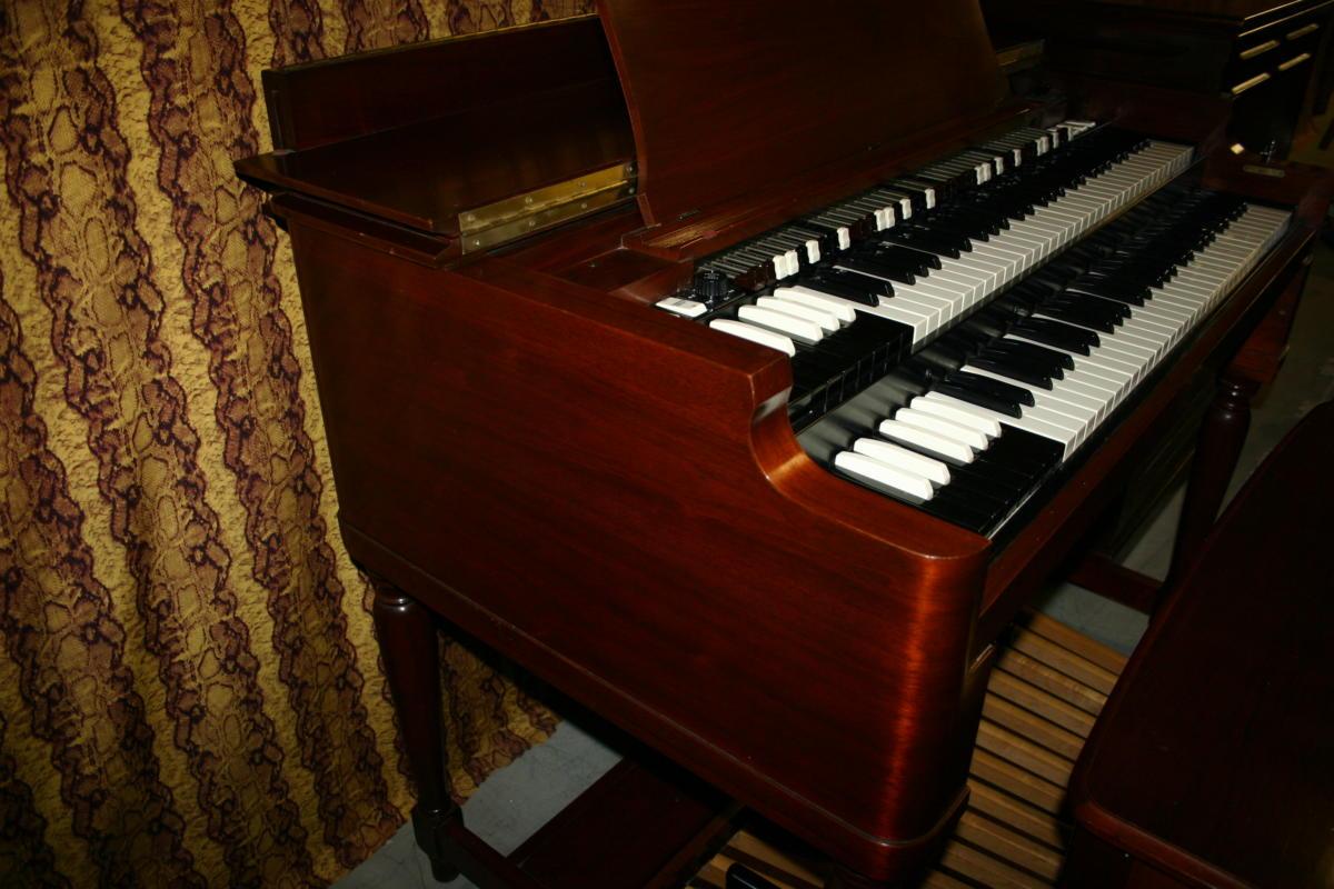 Hammond B3 plus Leslie 122